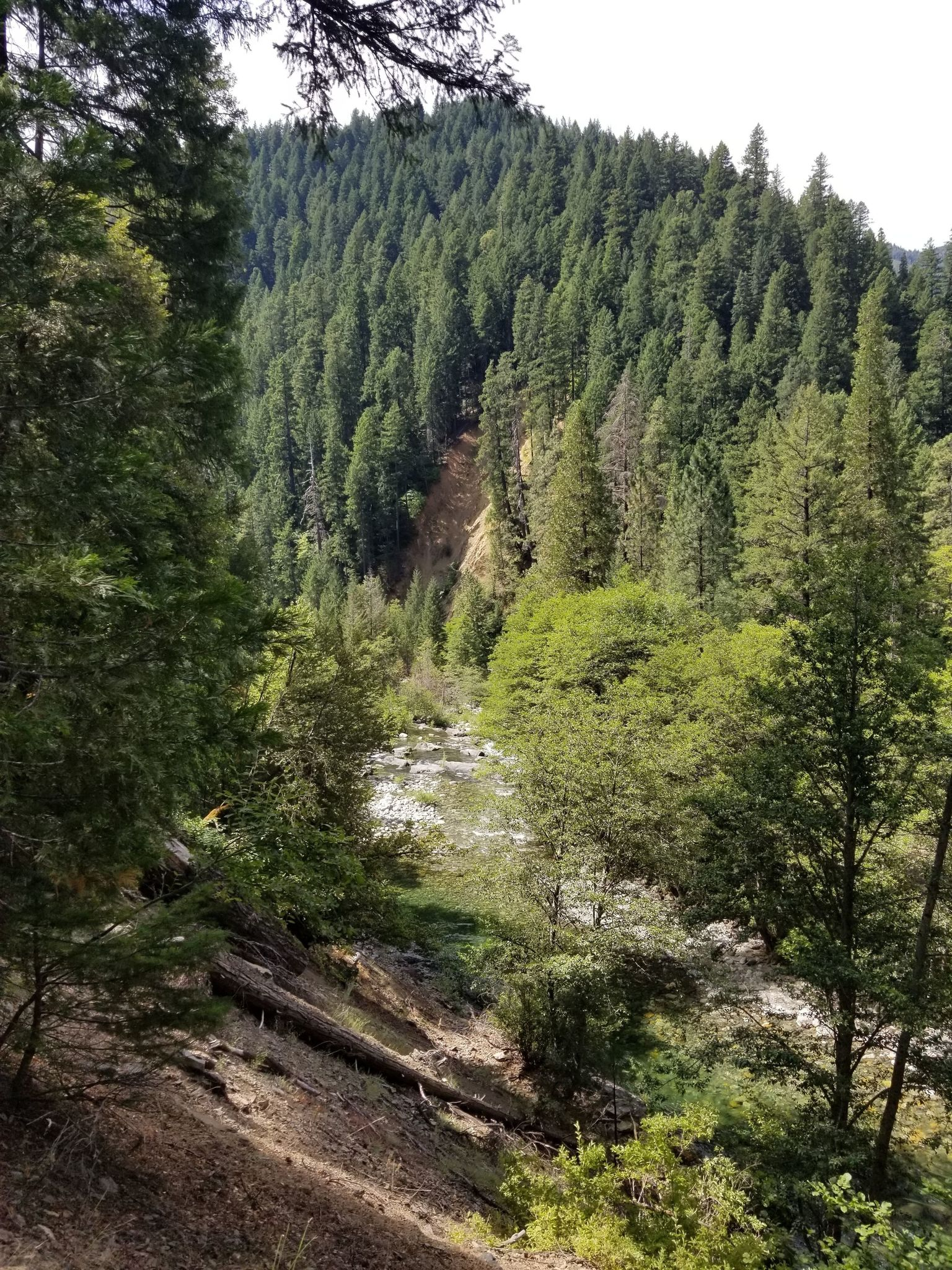 Stuart Fork Trail to Emerald and Sapphire Lakes - California
